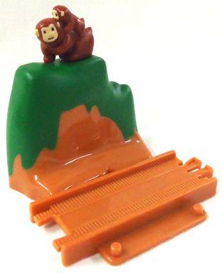 【中古】おもちゃ 山付きレール(親子猿付き) 「カプセルプラレール 新旧連結新幹線編」