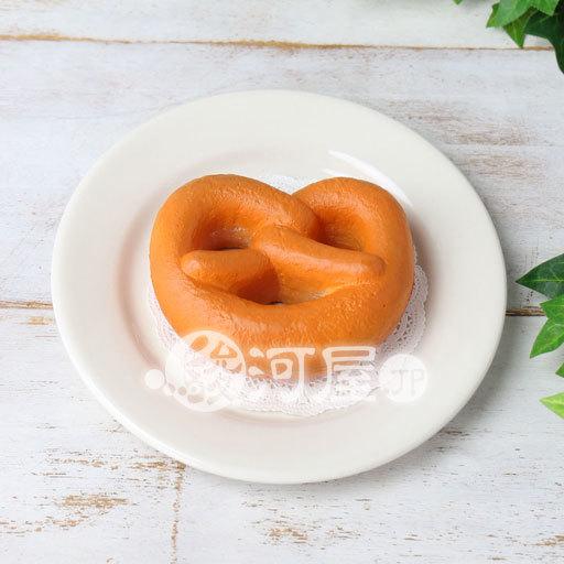 【新品】スクイーズ(食品系/おもちゃ) 野いちご 柔らかプレッツェル マザーガーデン