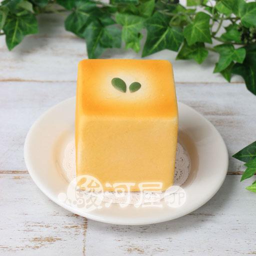 【新品】スクイーズ(食品系/おもちゃ) 野いちご 柔らかキューブパン マザーガーデン