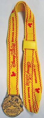 【中古】小物(キャラクター) ミッキー&ミニー&ドナルド 記念メダル(2004年)「ディズニーキッズ・サマーアドベンチャー」東京ディズニーランド限定