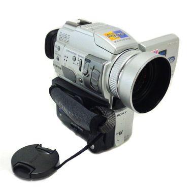 【中古】カメラ 2.5型液晶モニター搭載デジタルビデオカメラレコーダー HANDYCAM [DCR-PC110]
