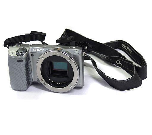 【中古】カメラ デジタル一眼カメラ α NEX-5R ボディ 1610万画素 (シルバー) [NEX-5R(S)] (状態:本体・ストラップ・バッテリーパックのみ)