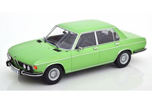 KK scale(ケーケースケール) 新品 ミニカー 1/18 BMW 3.0S E3 2.Series 1971(ライトグリーンメタリック) [KKDC180404]
