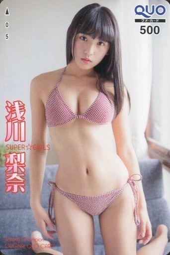 クオカードで水着姿の浅川梨奈さん
