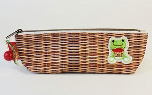 【予約】文房具その他 チェリー 絵本アートシリーズ ペンケース 「pickles the frog-かえるのピクルス-」