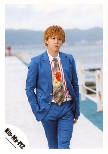 派手なスーツの千賀健永