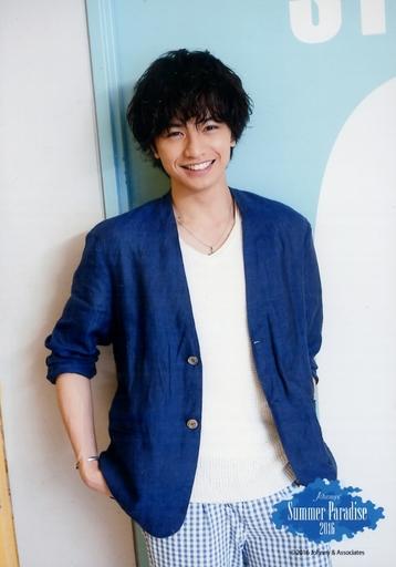 青のジャケットの中島健人