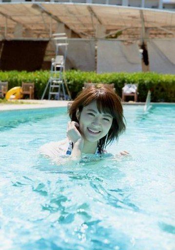 若月佑美さんの水着