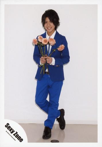 花を持つの松島聡
