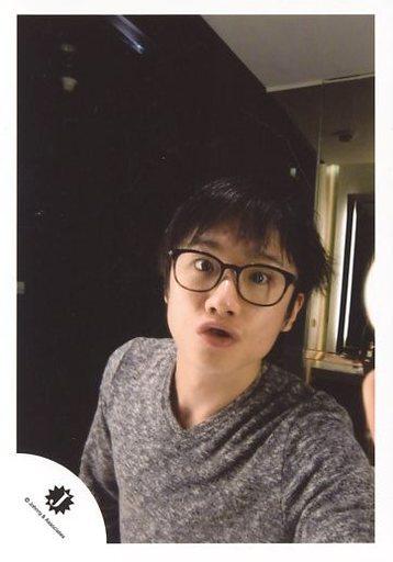 ジャニーズ/風間俊介/バストアップ・衣装グレー・眼鏡・口すぼめ/公式生写真