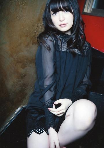 黒の服が似合う上田麗奈