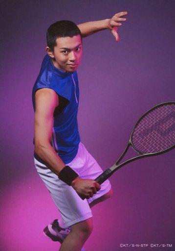 園村将司(不知火知弥)/膝上・背景紫・キャラクターショット/ミュージカル『テニスの王子様』3rdシーズン青学vs比嘉