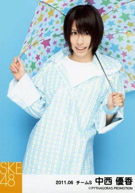 【中古】生写真(AKB48・SKE48)/アイドル/SKE48 中西優香/膝上・レインコート・両手傘/「2011.06」公式生写真