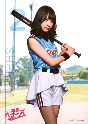 衛藤美彩さんのショートパンツ姿