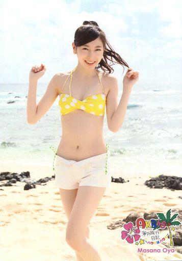 黄色い水玉模様の水着を着る大矢真那