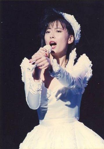白いドレス中山美穂