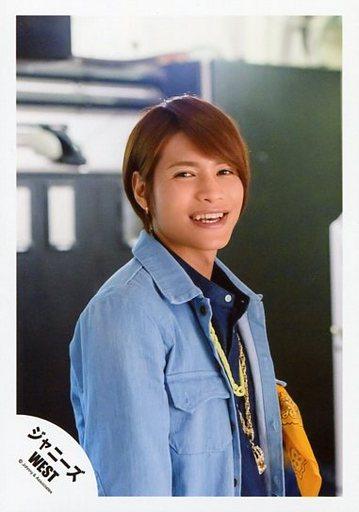 青いジャケット中間淳太