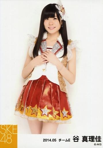 【中古】生写真(AKB48・SKE48)/アイドル/SKE48 谷真理佳/膝上・両手合わせ/「NHK紅白ステージ衣装」「2014.05」個別生写真