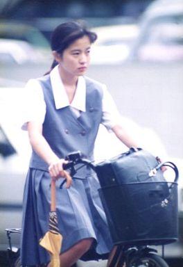 制服姿の三浦理恵子