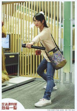 【中古】生写真(AKB48・SKE48)/アイドル/SKE48 松井玲奈/全身・衣装ベージュ・ジーンズ・花柄・バッグ/DVD「テレビ60年マルチチャンネルドラマ『放送博物館危機一髪』」(PXCE-50327/PCBE-54145)初回製造限定特典