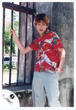 関ジャニ∞/横山裕/膝上・衣装赤の花柄シャツ・左手ポケット/公式生写真