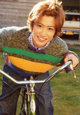 赤澤燈(富井実)/膝上・衣装グレー・自転車・私服ショット/舞台「少年ハリウッド~僕らのオレンジにまた逢いたい~」