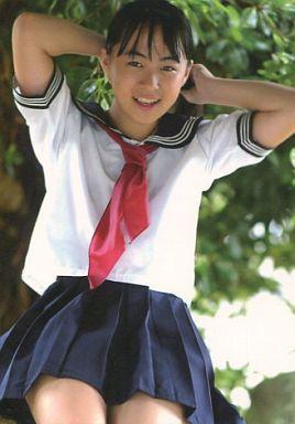 ミニスカート姿の小林万桜さん