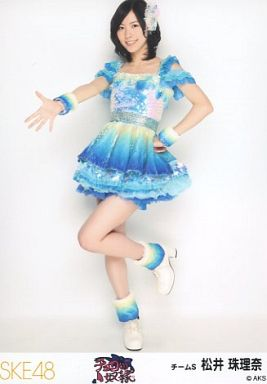 ブルーの衣装の松井珠理奈
