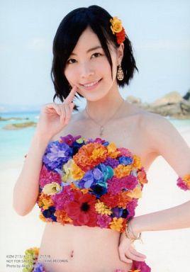 花柄水着の松井珠理奈さん