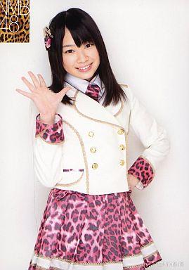 【中古】生写真(AKB48・SKE48)/アイドル/NMB48 小笠原茉由/膝上・衣装白・ピンクの豹柄スカート・左手腰・右手パー/NMB48 ランダム生写真 第1弾