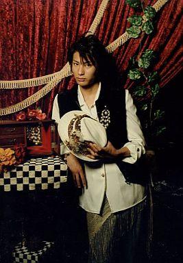 川久保雄基(壇太一)/膝上・帽子・背景赤・衣装白・黒・私服ショット/ミュージカル「テニスの王子様」Dream Live 4th