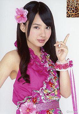 【中古】生写真(AKB48・SKE48)/アイドル/NMB48 山田菜々/腰上・衣装ピンク・左手指たて/公式生写真