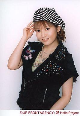 【中古】生写真(ハロプロ)/アイドル/モーニング娘。 モーニング娘。/安倍なつみ/腰上・黒シャツ・右手帽子・白黒帽子/公式生写真
