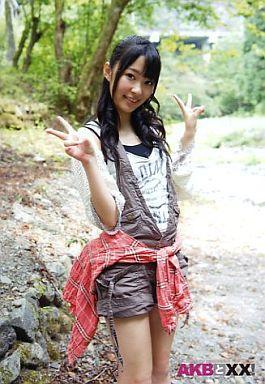 【中古】生写真(AKB48・SKE48)/アイドル/AKB48 指原莉乃/膝上・屋外・両手ピース/AKBと××