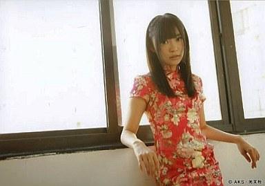 指原莉乃/腰上・衣装チャイナ服・背景窓/フォトブック「AKB48海外旅行日記2 WithSKE48」特典