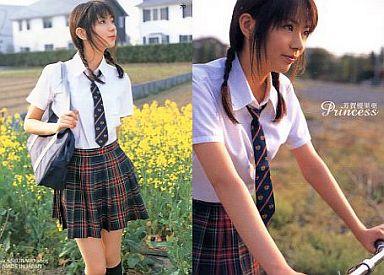 制服姿の芳賀優里亜