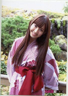赤い浴衣姿のかわいい小嶋陽菜