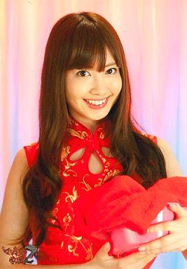 【中古】生写真(AKB48・SKE48)/アイドル/AKB48 トリゴヤ(小嶋陽菜)/チャイナ服/右手に風呂桶、タオル/マジすか学園2 封入特典