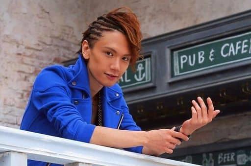 KENN/横型・バストアップ・衣装青・右手左腕・体右向き・ポストカードサイズ/「KENN 2014年カレンダー連動フォトグッズ」生写真