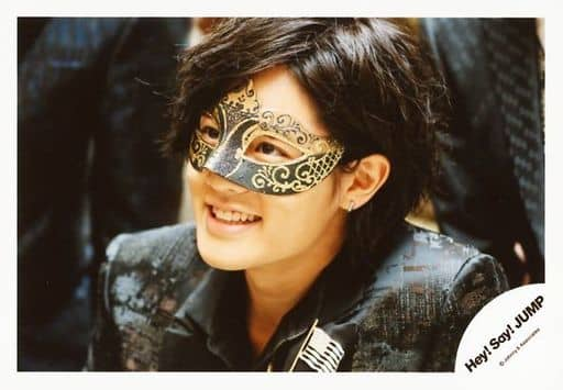 Hey!Say!JUMP/岡本圭人/横型・バストアップ・衣装黒・仮面・左向き/「Masquerade」PV撮影/公式生写真