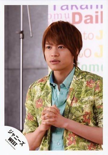 ジャニーズWEST/中間淳太/バストアップ・衣装緑・花柄・両手重ね・体左向き/公式生写真