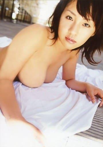 神楽坂恵/上半身・裸・うつ伏せ・体右向き・カメラ目線/DVD「ふわ・ふわわん」特典生写真