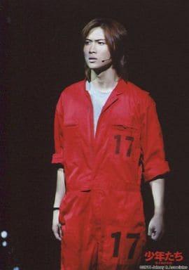 A.B.C-Z/橋本良亮/ライブフォト・膝上・衣装赤・イヤホンマイク・目線左/少年たち 格子なき牢獄