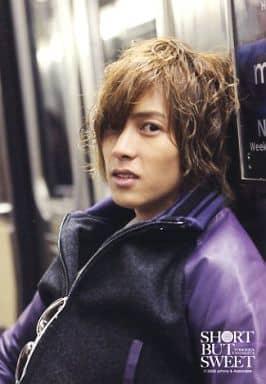 山下智久/バストアップ・衣装紫.黒・体左向き・サングラス/YAMASHITA TOMOHISA SHORT BUT SWEET