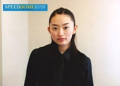 SPEED/島袋寛子/横型・バストアップ・衣装黒・ネクタイ・背景白・2Lサイズ/SPEED DOME TOUR 1999 REAL LIFE