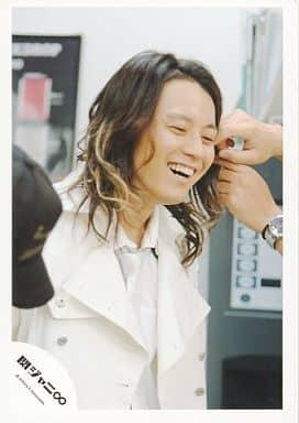 関ジャニ∞/渋谷すばる/バストアップ・衣装白・笑顔・髪セット/公式生写真