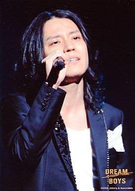 関ジャニ∞/渋谷すばる/バストアップ・衣装黒・右手マイク・枠無し/舞台「DREAM BOYS」