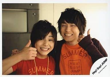 Hey!Say!JUMP/山田涼介・伊野尾慧/横型・バストアップ・笑顔・親指立て/公式生写真