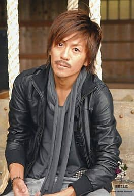V6/森田剛/衣装黒・ストールグレー・座り・PAINT IT BLACK/公式生写真