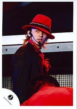 Kis-My-Ft2/藤ヶ谷太輔/ライブフォト・上半身・衣装黒・帽子赤・目線左/公式生写真